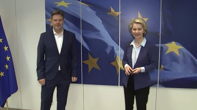 Baltics step closer to plugging into EU power grid, ending dependence on Russia